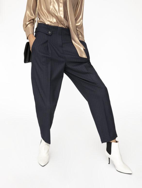 come scegliere i pantaloni giusti modello carota