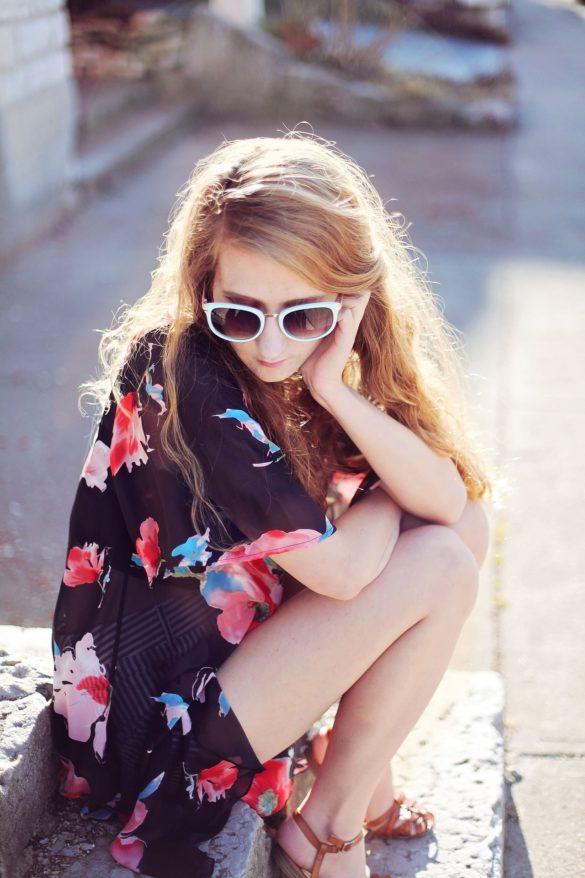 Kimono floreale outfit spiaggia